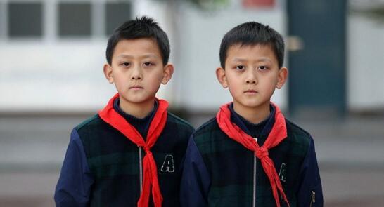 真人版连连看!湖北一小学28对双胞胎同时出现