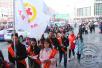 吉林市珲春街现百人组团发传单 他们为的是爱心和公益