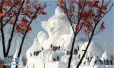 """哈尔滨雪博会34米大雪人""""破壳"""""""
