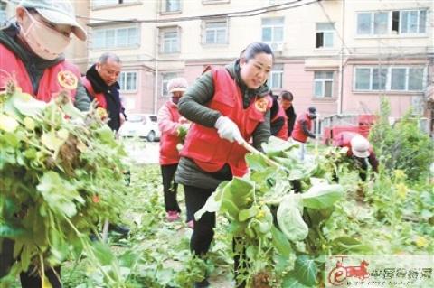 徐州泉山志愿者进社区呼吁居民爱护小区环境