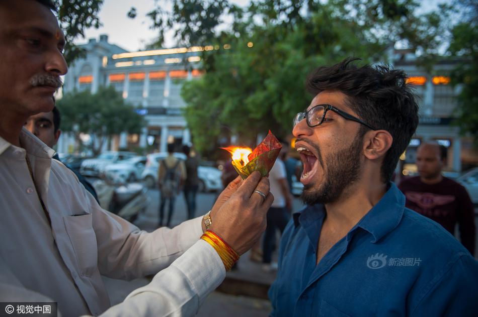 来感受一下来自印度的神秘力量!印奇葩小吃点着火吃还能致幻