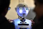 悉尼机场现外表优雅机器人 帮你登机还会说拜拜