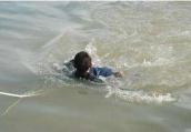 为救落水儿子 苏州年轻妈妈跳下河不幸溺亡