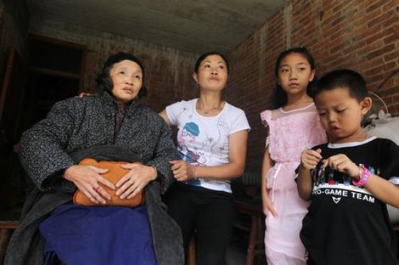 """温州文成老人患""""冰火""""怪病:夏天穿厚衣,食物须冰着吃"""