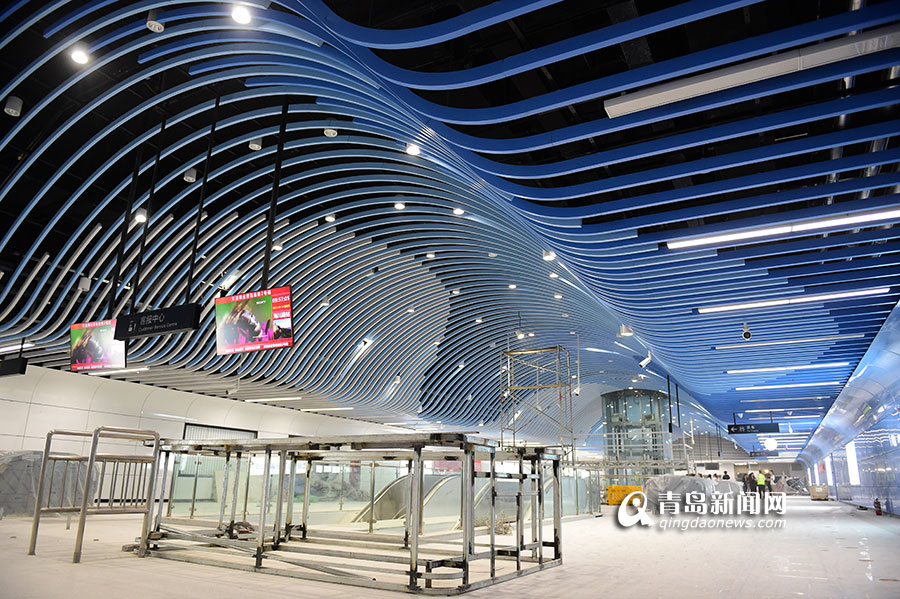 青岛2号线海川路站 顶棚如海浪涌动