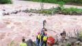 钓鱼爱好者被困河中孤岛 专职消防队涉险救援