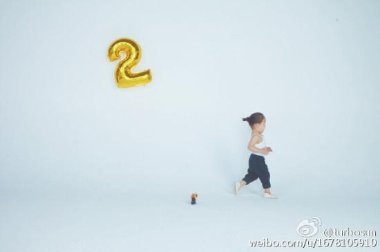 孙俪/今天小花妹妹三岁了,孙俪邓超同发微博为女儿庆生。