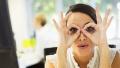 一个动作缓解眼睛干涩 效果堪比眼药水!