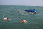 海警风浪中救援渔民