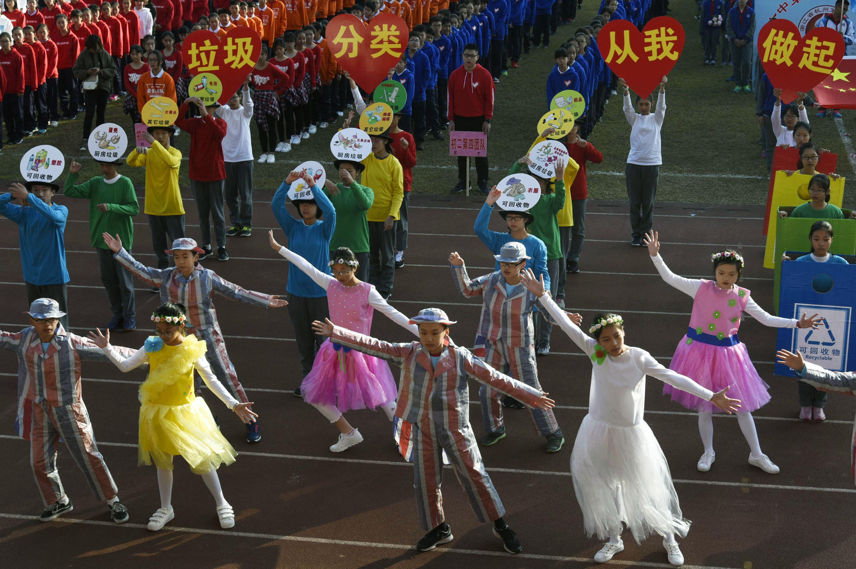杭州一中学运动会场刮起环保风