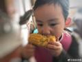 多妹啃玉米超卖力
