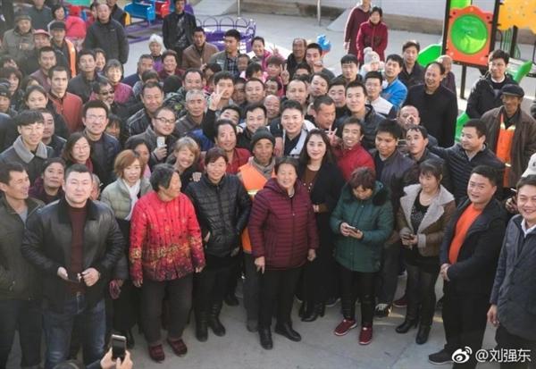 刘强东:今年已帮助4万个家庭脱贫 明年再招2万贫困员工