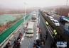 全球首条高速光伏公路投用 电动汽车边跑边充电