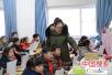 怀孕女教师冒雪坚守岗位 用爱诠释自己的职责