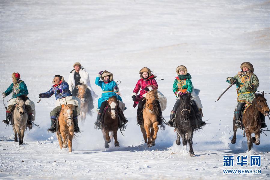 冬游内蒙:驰骋雪原