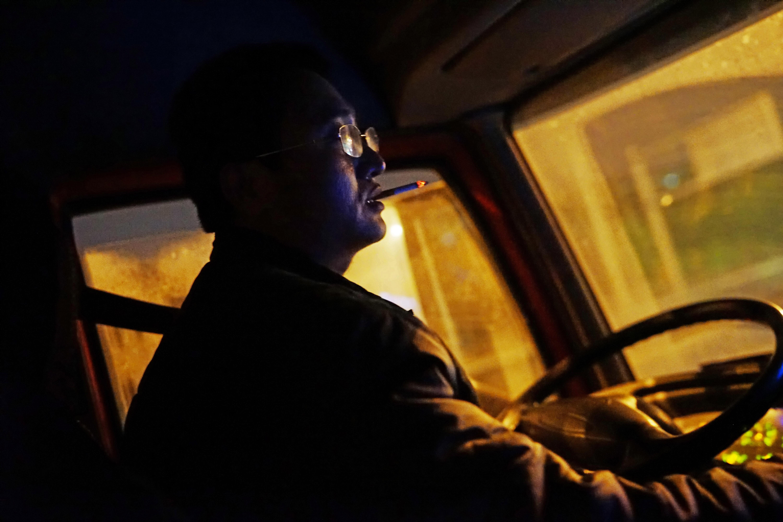 镜头记录:货车司机夫妇俩的跑车烦心事