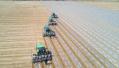 新疆无人驾驶拖拉机播种70万亩棉花