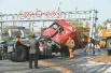 地面积满柴油小轿车驶过被引燃 司机搏命避免次生事故