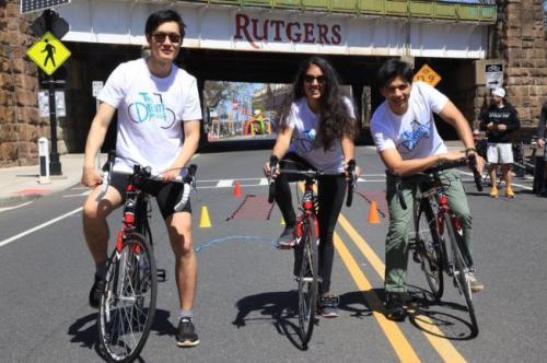 留学生为慈善组织筹款 即将在美国骑行2000英里