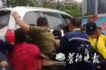 街头口角致一女子遭车辆碾压受伤 男司机后被发现跳楼