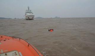 一载15人渔船在福建海域遇险:10人获救1人遇难,4人仍失踪