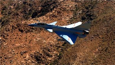 空军:低空山谷飞行练就过硬突防能力
