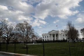 美国白宫设新规限制国会议员乘政府飞机出行