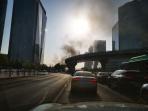郑州升龙广场一在建工地浓烟滚滚 消防车正赶往现场