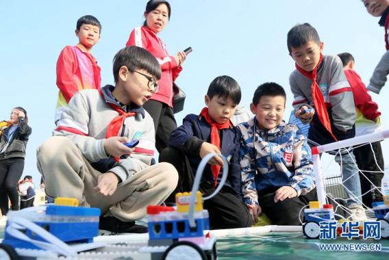 河南汝阳举办中小学科技节大赛