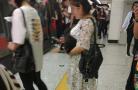 早高峰沈阳一女子抱狗坐地铁 网友:怎么过的安检?