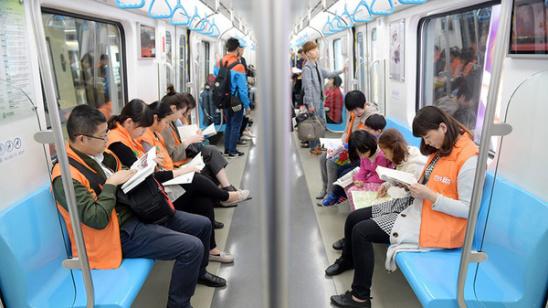 读书 郑州/郑州地铁劝读书:体肥还须少吃饭想美就要多读书