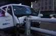 面包车清晨撞上集美大道高架桥护栏 消防救出被困人员