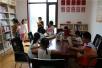 """扬州老师退休后办""""家庭学校""""7年义务辅导200多留守儿童"""