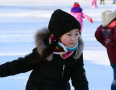可爱小朋友学滑冰
