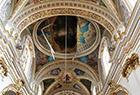 教堂天花板发生坍塌
