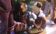 两名中国游客在泰国旅行时遭持刀歹徒抢劫毁容
