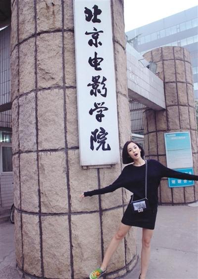 回母校北京电影学院留影。图片来自艺人微博