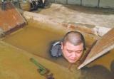 鄭州維修工全身泡水中搶修管道 網友直呼心疼