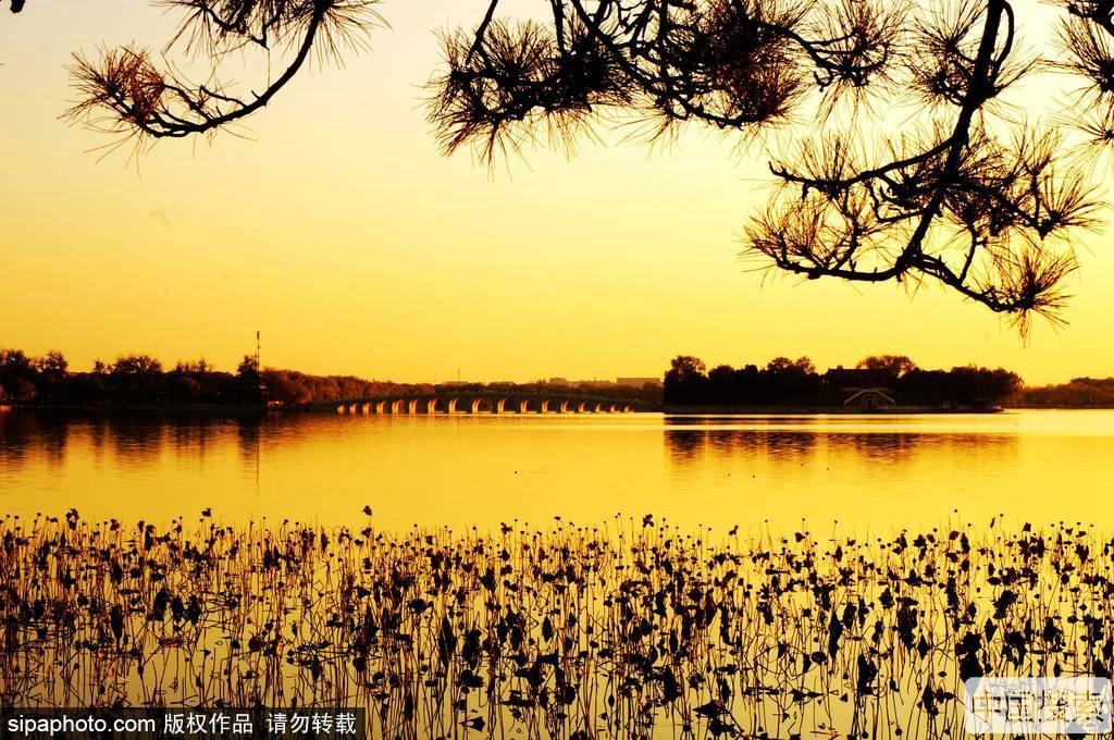 夕阳下的北京颐和园