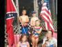 美国男童哭诉欺凌遭起底 全家被指种族歧视者