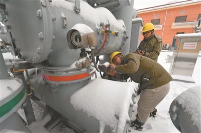 金沙国际网址:近年少见大雪中,那一幅幅动人的剪影