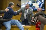 """看哭!3个女儿皆遭体操队前队医性侵 这位父亲庭上欲暴打罪犯被赞""""英雄"""""""