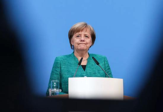 2月7日,在德国首都柏林的基民盟总部,德国总理、联盟党领导人默克尔出席新闻发布会。新华社记者单宇琦摄
