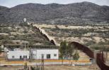 美墨边境墙开始更新 特朗普隔离墙计划又迈出一步