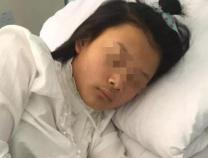 13岁女生校外抽烟喝酒遭老师殴打 家人:想要红包