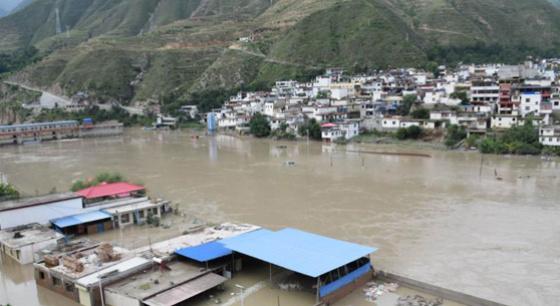 甘肃舟曲暴雨洪涝产生重大滑坡险情