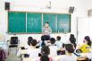 心中装着学生 教师崔卫杰坚持拄拐上课一年