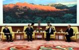 王毅会见日本前首相福田康夫及日本经济界代表