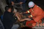 男子被困深井7小时后获救