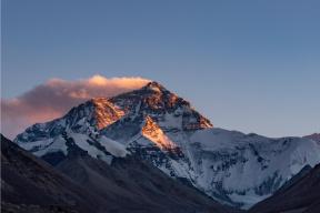 """珠峰""""大拥堵""""!300人在海拔8000米堵3小时"""
